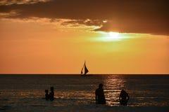 boracay海岛菲律宾放松日落 免版税库存照片