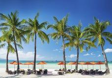 Белый Лаунж-бар пляжа на острове boracay тропическом в Филиппинах Стоковая Фотография RF