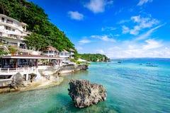 Boracay, Philippinen - 18. November 2017: Umgebendes tropisches Meer des Westbucht-Erholungsortes, das berühmter Markstein in Bor stockbild