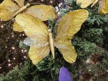 Borboleta da decoração do Natal que aferra-se à árvore Fotos de Stock Royalty Free