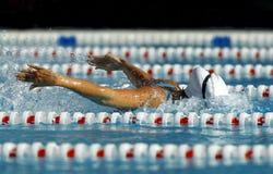 Borboleta da natação do menino em uma associação fotos de stock royalty free