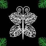 Borboleta de uma folha tropical em um fundo preto Fotos de Stock