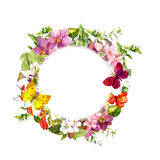 Borboletas em flores do prado Grinalda floral redonda watercolor Imagens de Stock Royalty Free