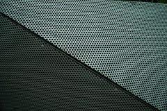 Bord abstrait de cube en métal perforé photographie stock