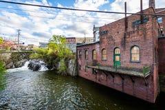 Bord de Brattleboro du centre, Vermont au-dessus du ruisseau de Whetstone Photo libre de droits