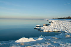 Bord de côte glaciale photo stock