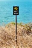 Bord de falaise de panneau d'avertissement Images libres de droits