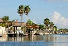 bord de l'eau du sud des Etats-Unis de maisons Image stock