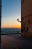 Bord de la mer de Syracusa au coucher du soleil Image libre de droits
