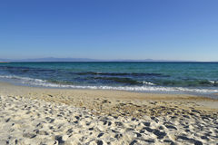 Bord de la mer en octobre Plage de sable Kassandra Halkidiki Greece images stock
