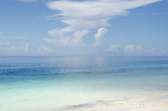Bord de la mer et nuages Photos libres de droits
