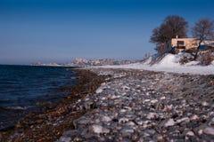 Bord de la mer glacé de l'océan pacifique Photographie stock libre de droits