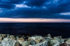 Bord de la mer magique après coucher du soleil avec princesse Islands On Horizon - Turquie Photo stock