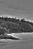 Bord de la mer noir et blanc Photo stock