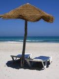 Bord de la mer - parapluie de plage Images libres de droits