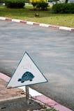 Bord de la route de signe de Traffice la route Images libres de droits