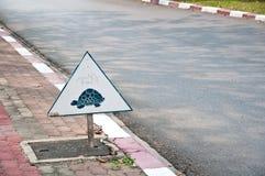 Bord de la route de signe de Traffice la route Photos libres de droits