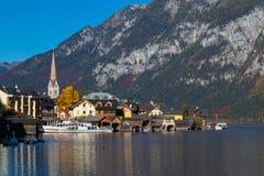 Bord de mer de Hallstatt pendant l'automne photographie stock libre de droits