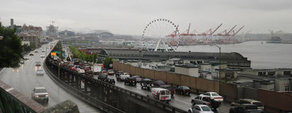 Bord de mer de Seattle avec le viaduc Photos stock