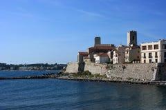 Bord de mer de ville d'Antibes Photographie stock libre de droits