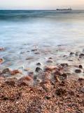 Bord de mer du golfe d'Aqaba sur la Mer Rouge dans la soirée Image stock