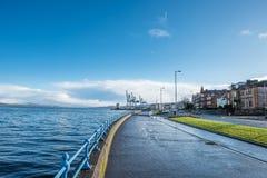 Bord de mer et industrie lourde scéniques Photographie stock libre de droits