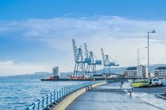 Bord de mer et industrie lourde scéniques photographie stock