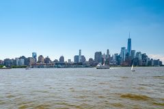 Bord de mer de l'East River Gratte-ciel de Lower Manhattan Voyage de visite de bateau New York City image libre de droits