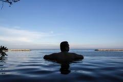 Bord de piscine d'infini Image libre de droits