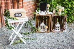 Bord de signe de Wodden formant la réception de mariage de mot Photographie stock