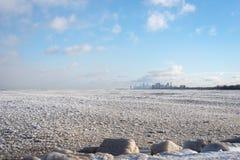Bord du lac et horizon de Chicago en hiver avec 20 au-dessous de la température photo libre de droits