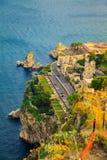 Bord du quai de la ville Taormina Photographie stock