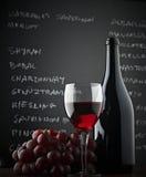 Bord en rode wijn Royalty-vrije Stock Afbeeldingen