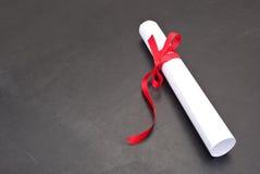 Bord met een diploma Stock Fotografie