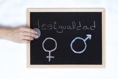 Bord met het symbool van gelijkheid stock afbeeldingen
