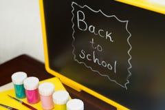 Bord met terug naar School het Schrijven Stock Afbeeldingen