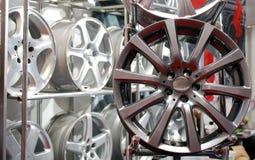 Borda de alumínio da roda do carro fotos de stock