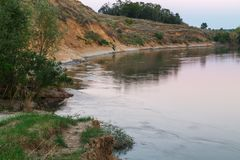 A borda do rio na noite Imagens de Stock Royalty Free