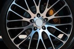 Borda e roda do carro imagem de stock