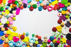 Borda il fondo Retro mucchio variopinto della perla di vista superiore Fondo del bambino Fotografie Stock