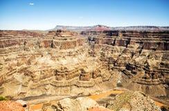 Borda ocidental de Grand Canyon - Eagle Point, dia de verão, céu azul - o Arizona, AZ Foto de Stock