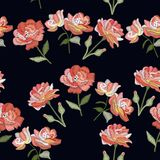 Bordado con las flores color de rosa Vector el modelo inconsútil Ornamento floral decorativo en fondo negro libre illustration