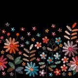 Bordado de flores Frontera bordada inconsútil con las flores y las hojas en colores del vintage fancywork stock de ilustración