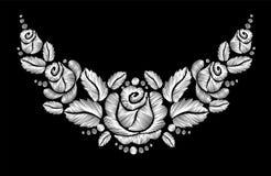 Bordado de las rosas blancas en fondo negro stock de ilustración