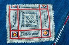 Bordado tailandés, estilo hecho a mano de la materia textil de la tribu Fotografía de archivo