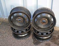 Bordas velhas da roda de carro foto de stock