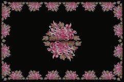 Bordduk med aster på svarta bakgrunder Royaltyfria Bilder
