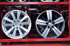 Borde de aluminio de la rueda del coche imágenes de archivo libres de regalías