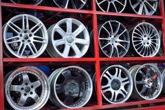 Borde de aluminio de la rueda del coche Imagenes de archivo
