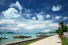 Borde de la carretera el mar en Tailandia Foto de archivo libre de regalías